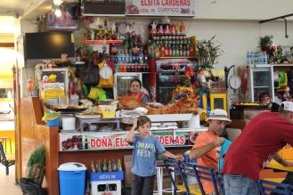 El Hornado de Doña Elsita. Mercado de Cuenca!!! Una de las comidas típicas mas ricas de esta aventura!!