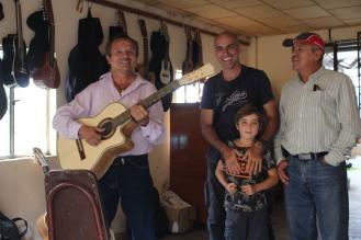 Con Fernando nuestro anfitrión de lujo en Cuenca. Graciassss x todo!!!