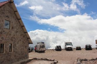 La casita-auto también esta en las nubes!! Aplauso por como se banco esta subida, puff
