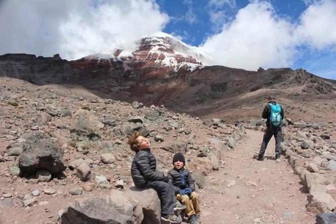 A tomar aire!!! subiendo al segundo refugio del Volcan Chimborazo. No hay aire!!!!!